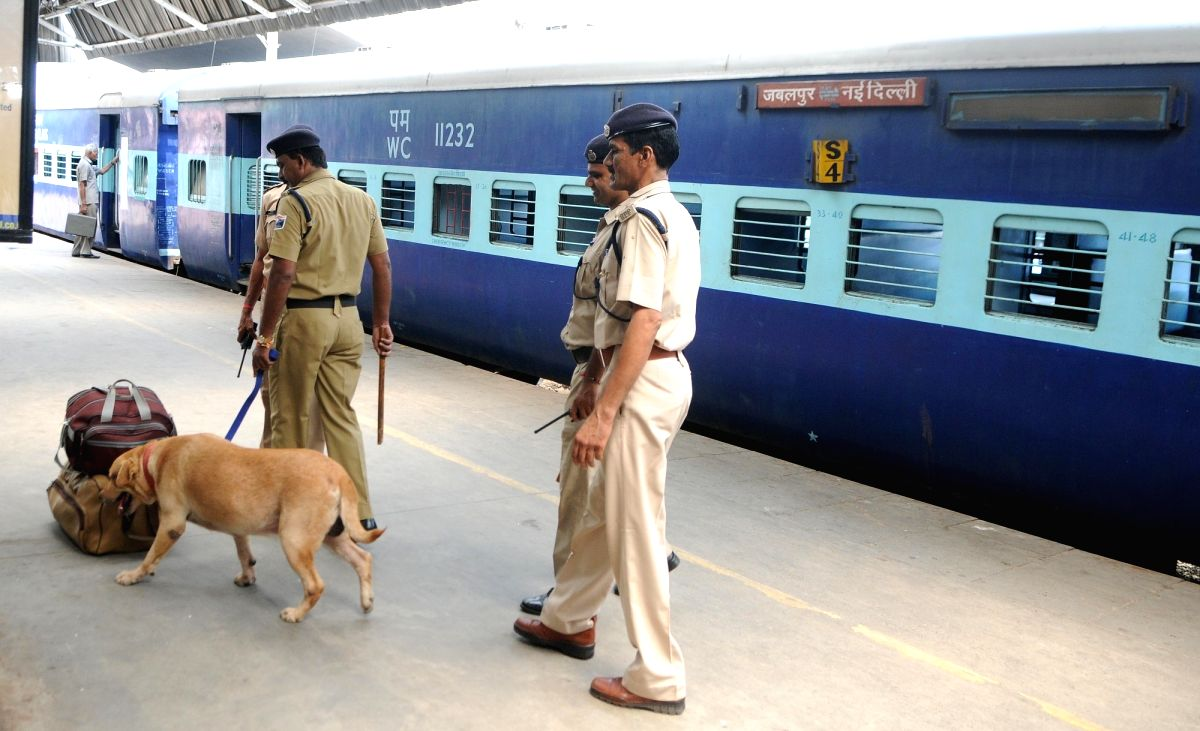 New Delhi: Police conducts security checks using sniffer dogs at New Delhi railway station in New Delhi on Aug 21, 2017. Government Railway Police and Railway Protection Force carried out the searches after an anonymous caller warned a bomb would go