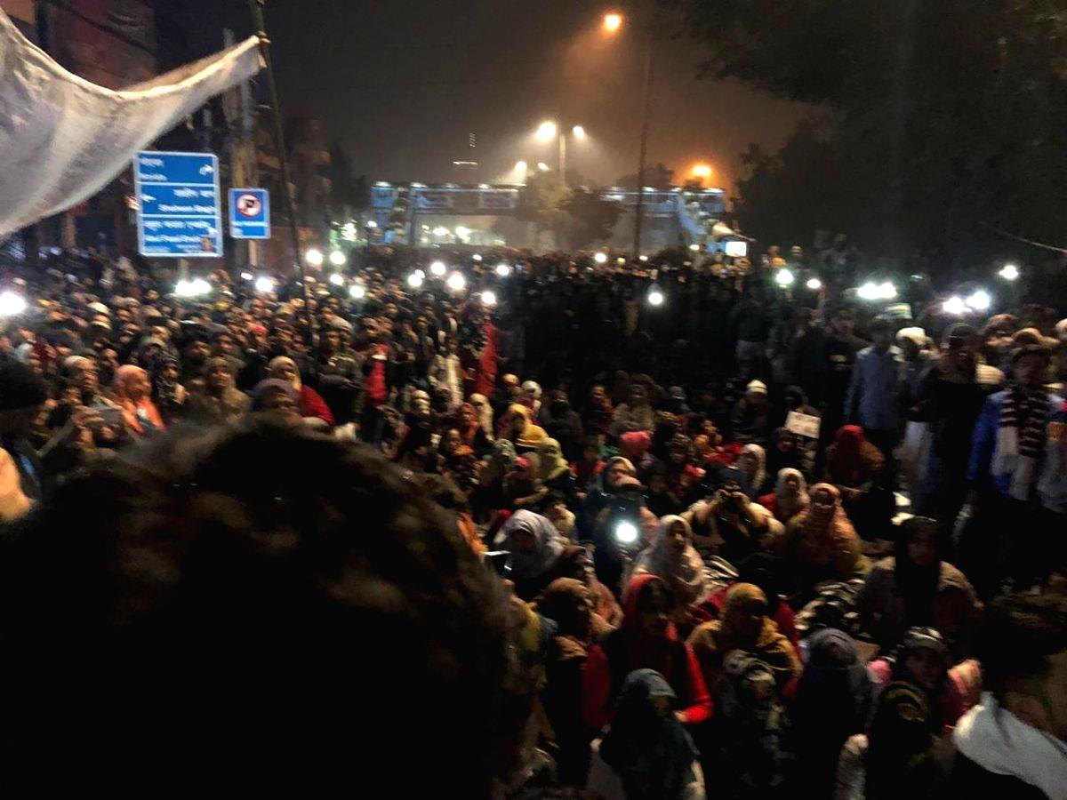 New Delhi: Protestors participate in a protest against newly passed Citizenship Amendment Act (CAA), at Kalindi Kunj-Sarita Vihar road in New Delhi on Dec 17, 2019.