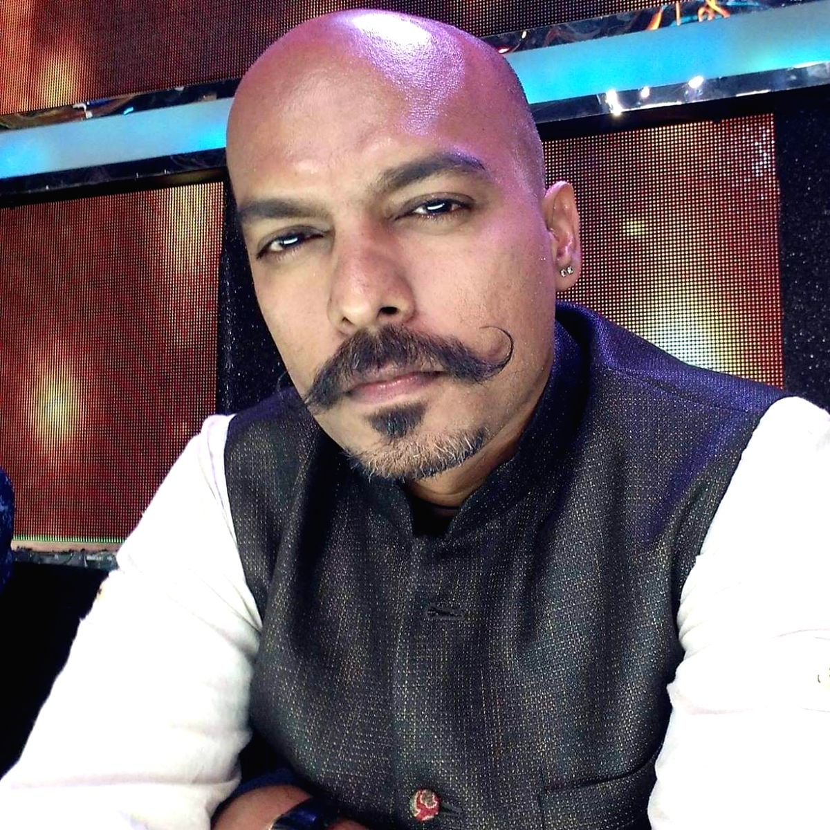 New Delhi, Sep 19 (IANS) Lyricist Prashant Ingole, who wrote the romantic song Pal in the Rhea Chakraborty-starrer Jalebi, says many people have an illusion that you get inspiration from drugs.