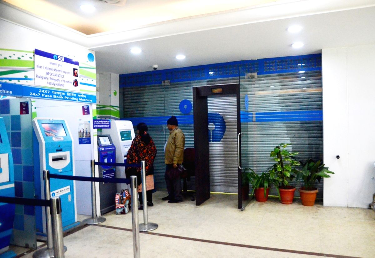 New Delhi: State Bank of India remains shut during a nationwide strike called by the United Forum of Bank Unions (UFBU) against bank mergers and pay revision, in New Delhi on Dec 26, 2018.