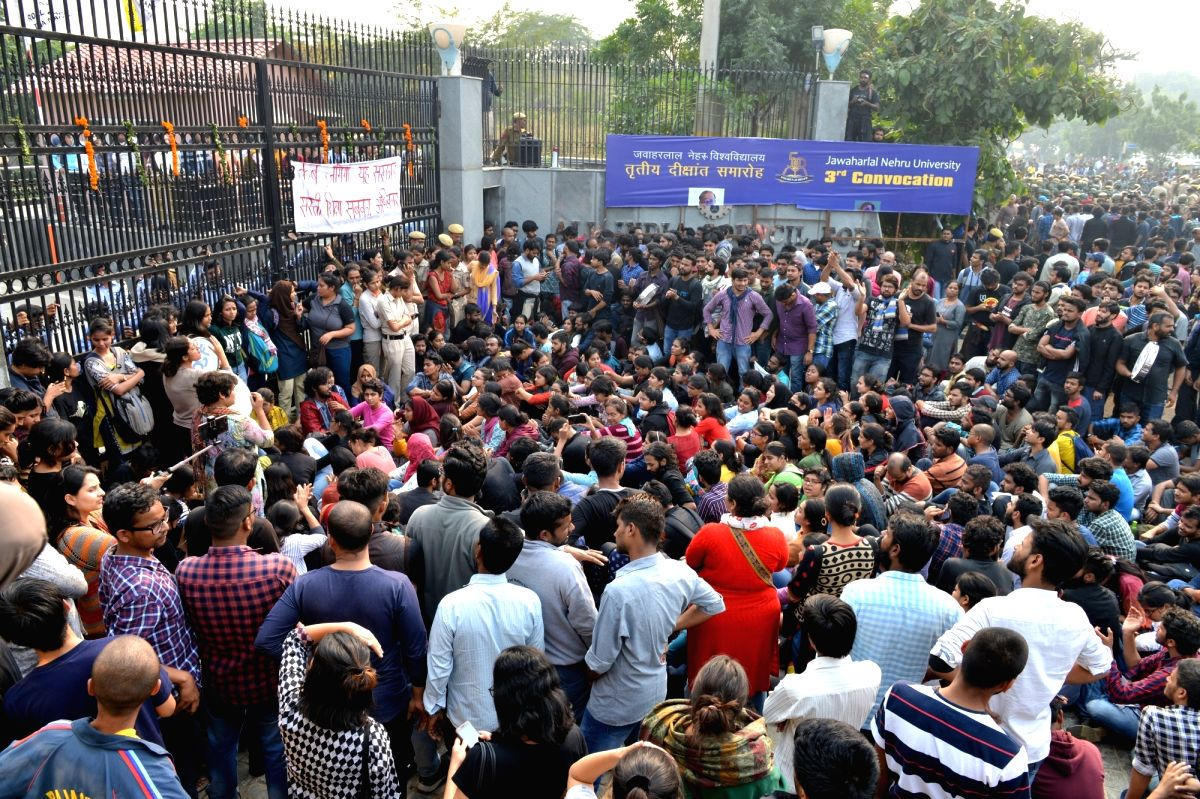 New Delhi: Students of Jawaharlal Nehru University (JNU) participate in a demonstration organised by the JNU Students' Union (JNUSU) to protest against a hike in fees and some other decisions taken by the JNU administration, outside the varsity gate