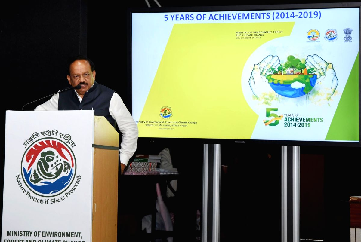 New Delhi: Union Science and Technology, Earth Sciences and Environment, Forest and Climate Change Minister Harsh Vardhan addresses at the release of the India Cooling Action Plan (ICAP), in New Delhi, on March 8, 2019. (Photo: IANS/PIB)