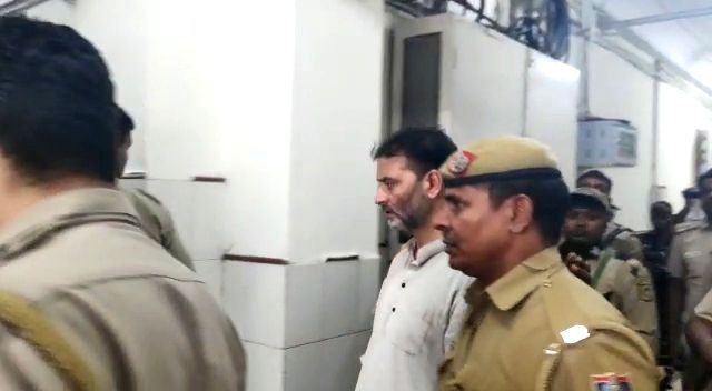New Delhi: Yasin Malik being taken to be produced before NIA court in New Delhi on Oct 4, 2019. He is among five named in NIA terror funding chargesheet.