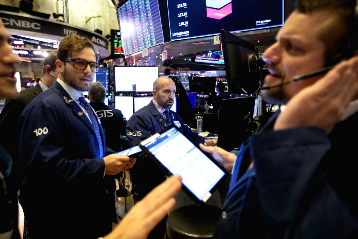 NEW YORK, Dec. 13, 2019 (Xinhua) -- Traders work at the New York Stock Exchange in New York, the United States, on Dec. 13, 2019. U.S. stocks ended higher on Friday as investors digested updates about U.S.-China trade and a slew of economic data. The