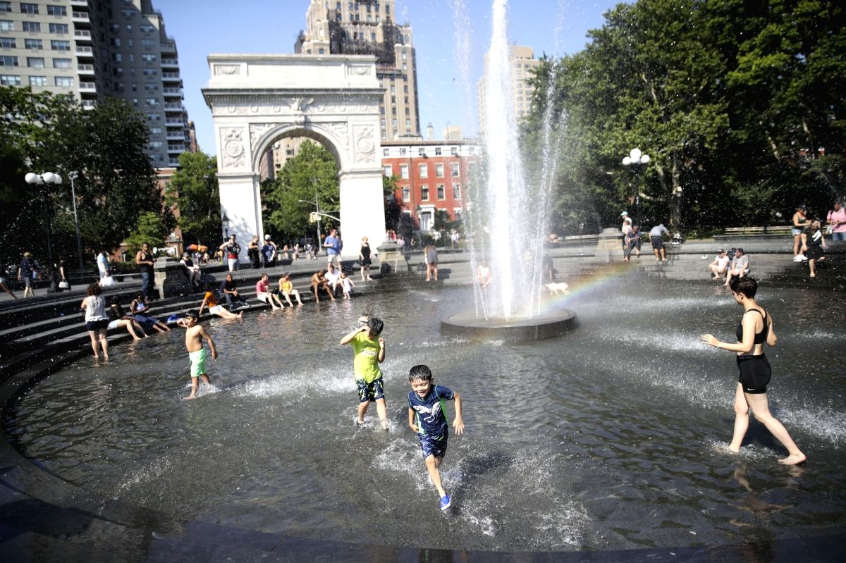 NEW YORK, July 2, 2018 (Xinhua) -- People cool themselves at a fountain at Washington Square Park in New York City, the United States, on July 2, 2018. The highest temperature reached 35 degrees Celsius in New York City on Monday as a result of a pro
