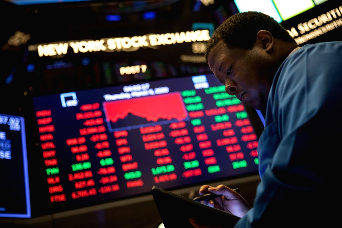 NEW YORK, March 5, 2020 (Xinhua) -- A trader works at New York Stock Exchange (NYSE) in New York, the United States, on March 5, 2020. U.S. stocks plunged in choppy trading on Thursday. The Dow Jones Industrial Average dropped 969.58 points, or 3.58