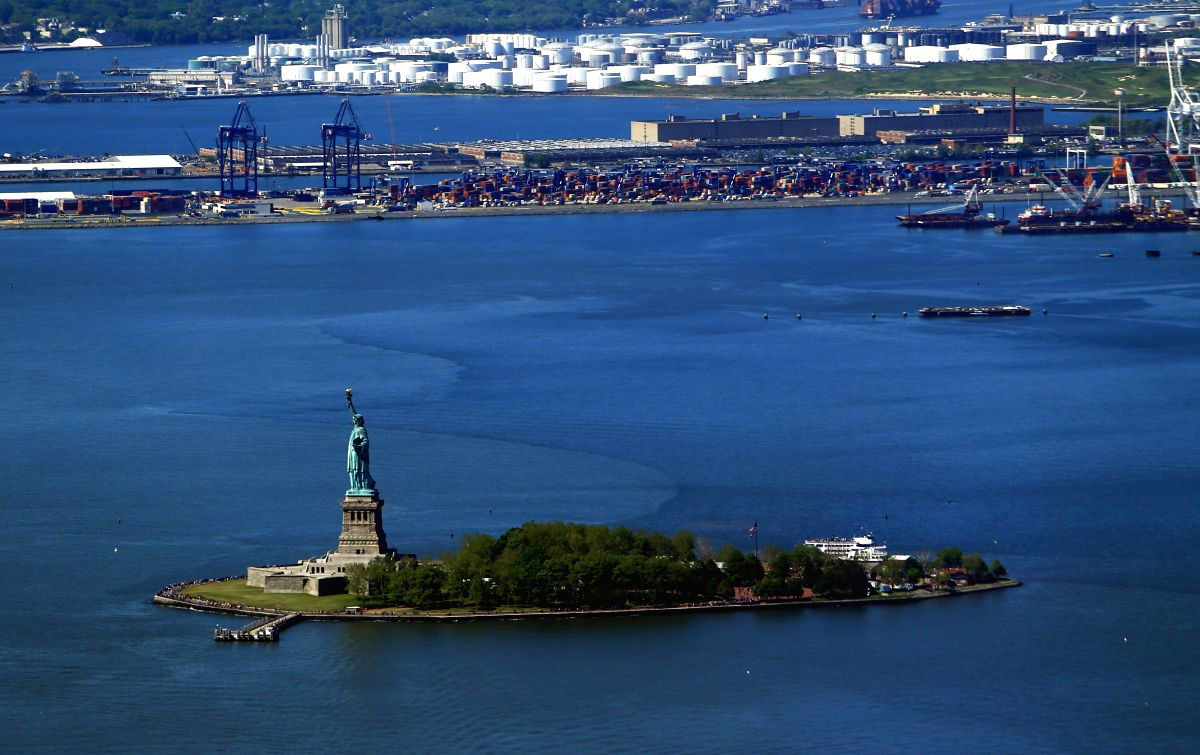 Statue of Liberty in New York: Empire Clean City