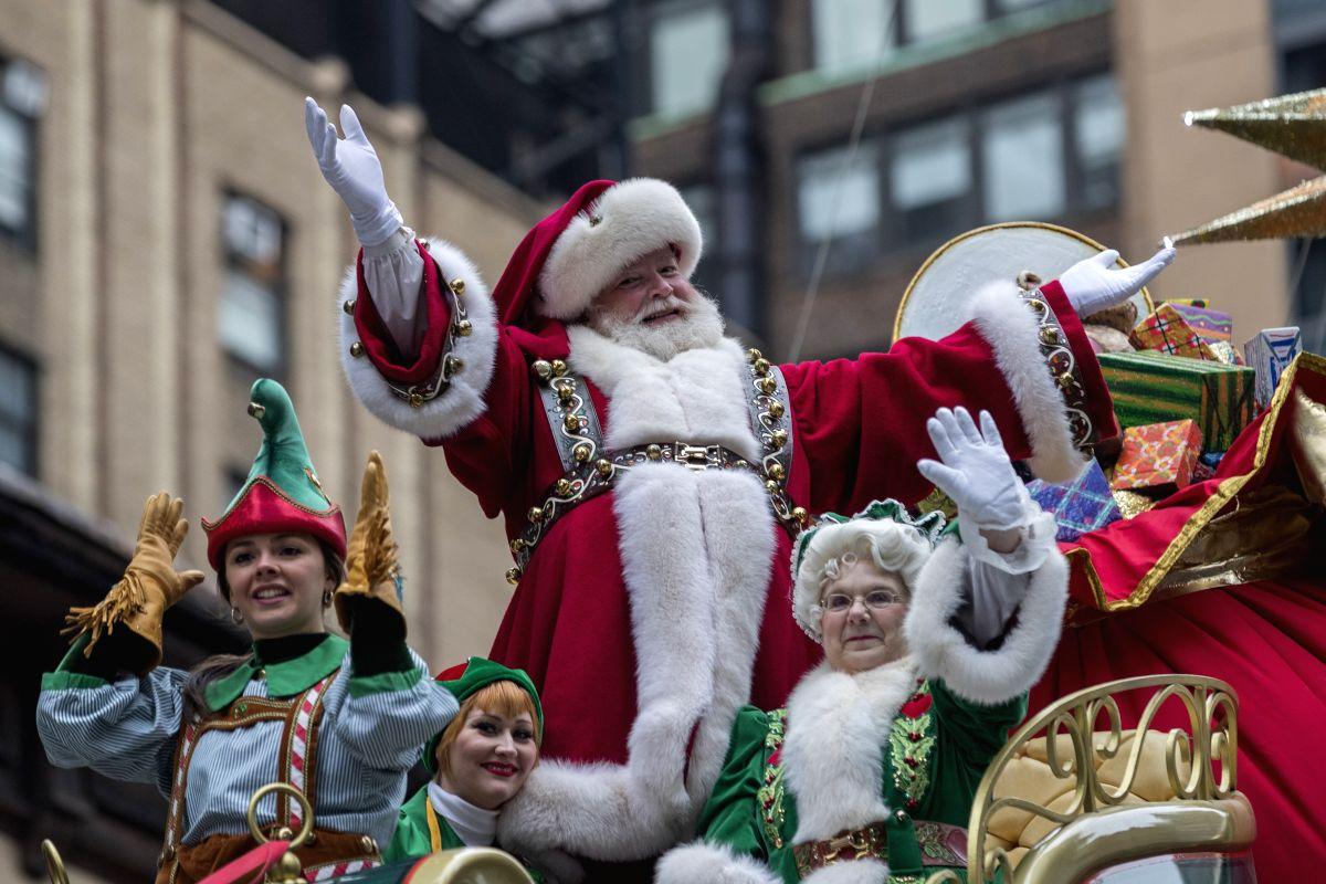 Santa in a Parade !!