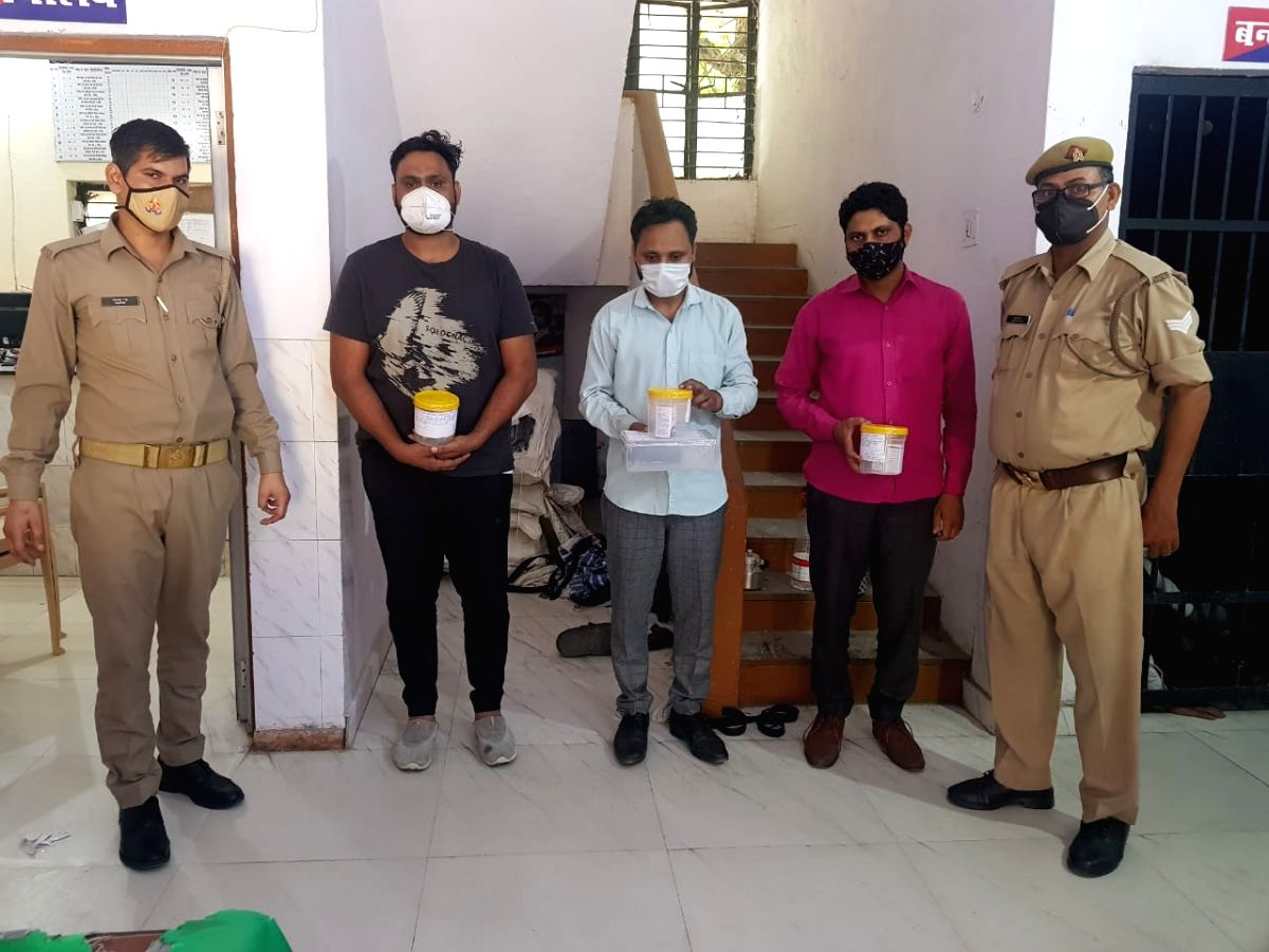 Noida: Police arrested three smugglers for black marketing of Remdesvir injection