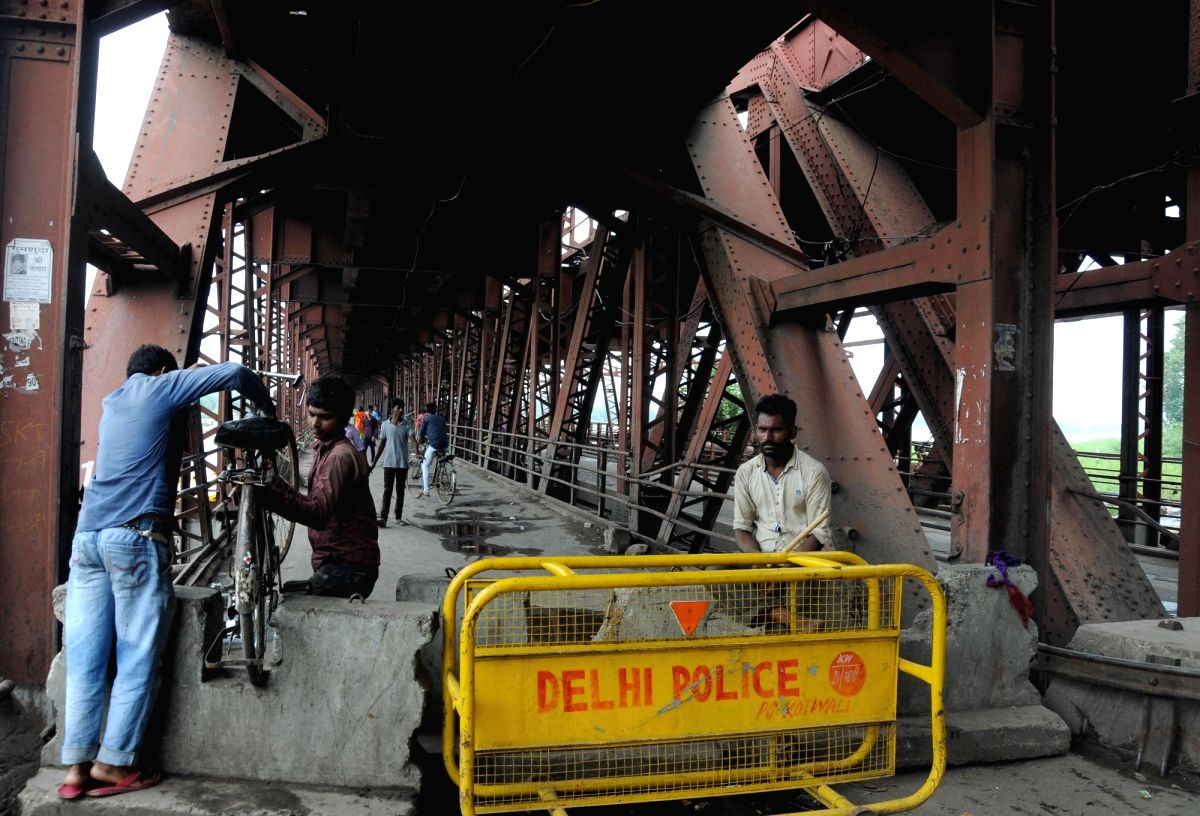 Old iron bridge connecting East Delhi with the national capital was closed to traffic after the water level in Yamuna river rose above the danger mark in New Delhi on Aug 14, 2016.