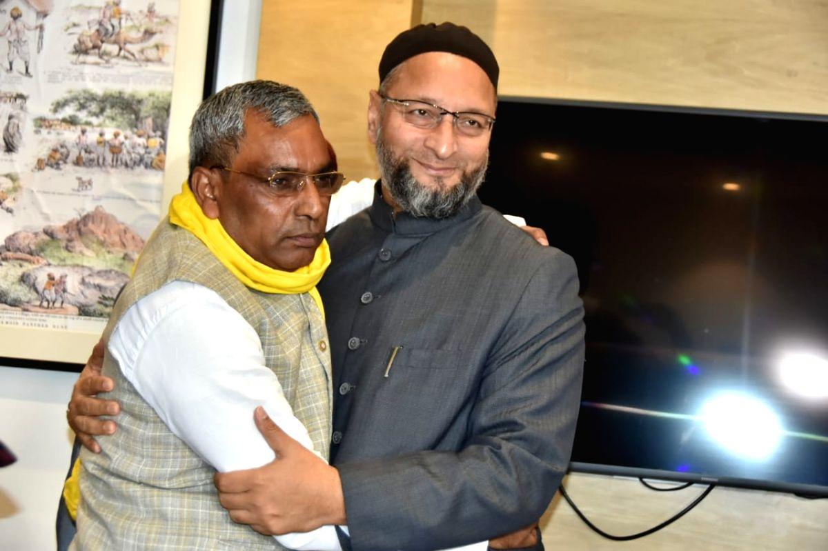 Owaisi meeting Om Prakash Rajbhar in Lucknow.