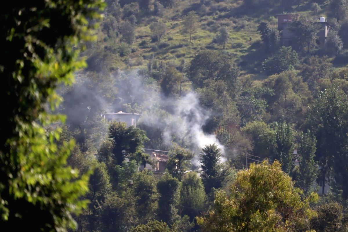 Pak again violates LoC ceasefire at Poonch