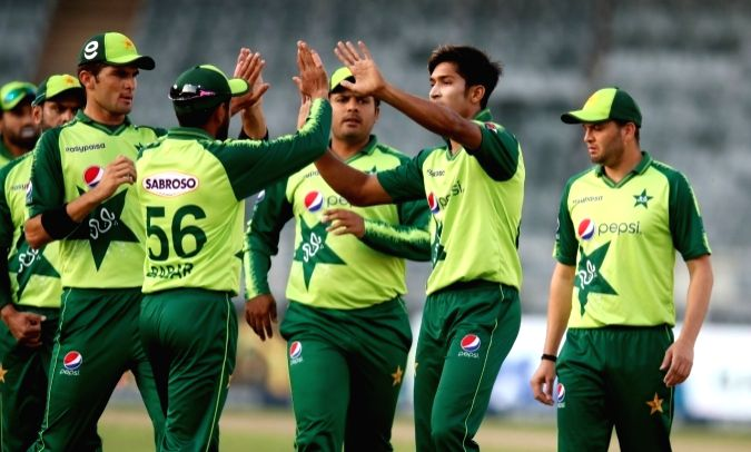 Pak cricketers to be in 5-day quarantine before England tour.
