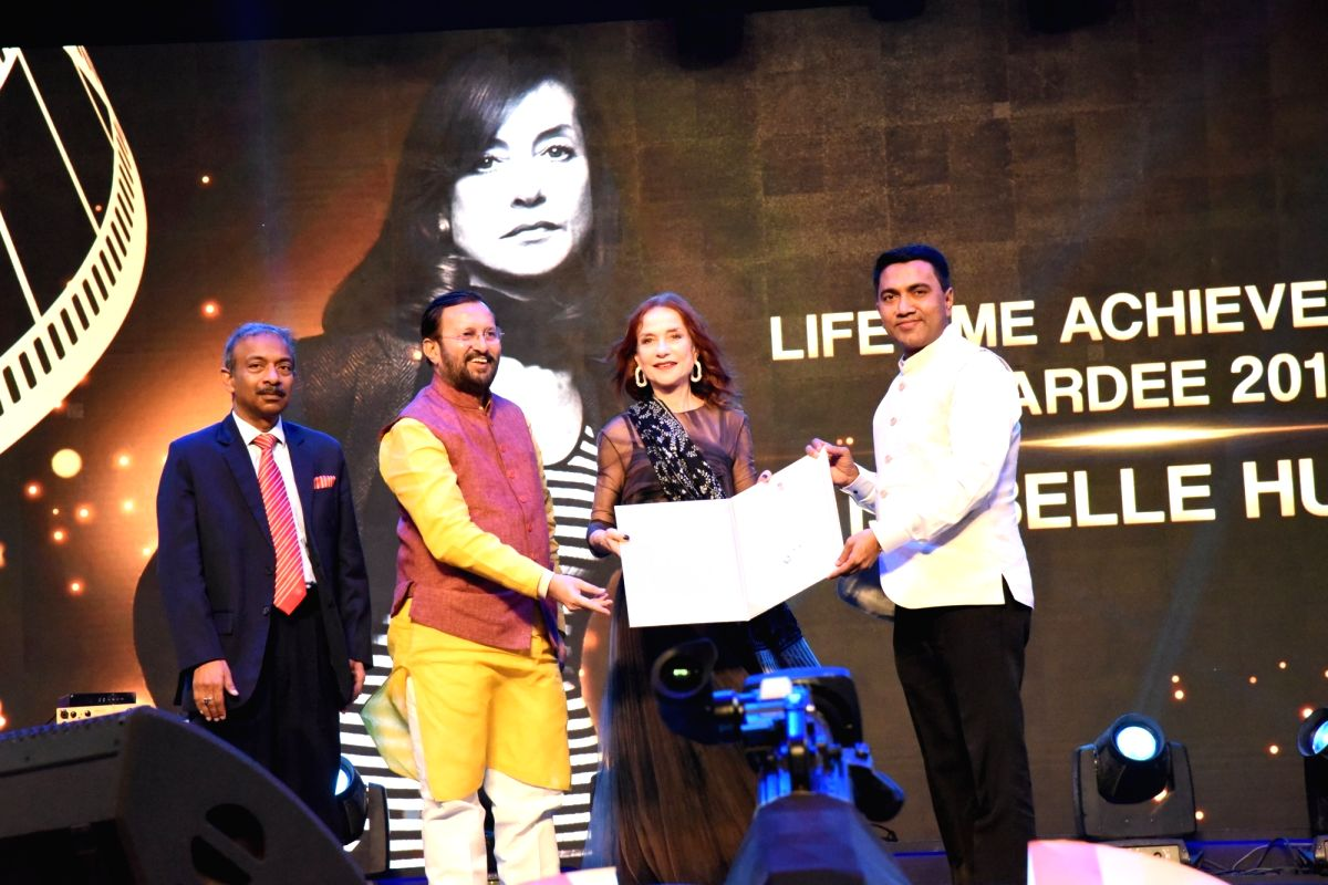 Panaji: Union Environment, Forest and Climate Change and Information and Broadcasting Minister Prakash Javadekar and Goa Chief Minister Pramod Sawant confer the Lifetime Achievement Award on French actor Isabelle Huppert, at the Opening Ceremony of t