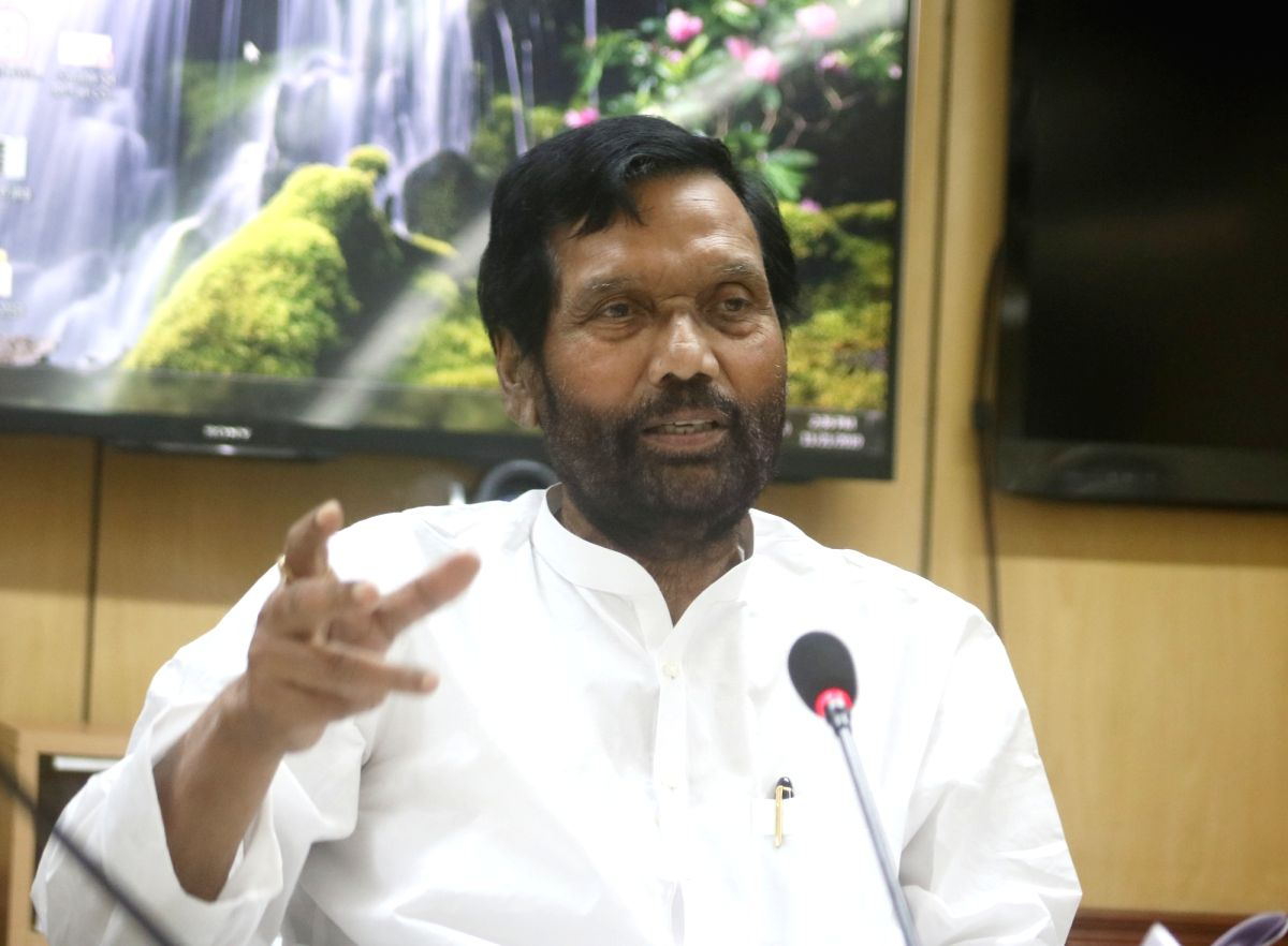 Paswan asks state ministers about ration distribution