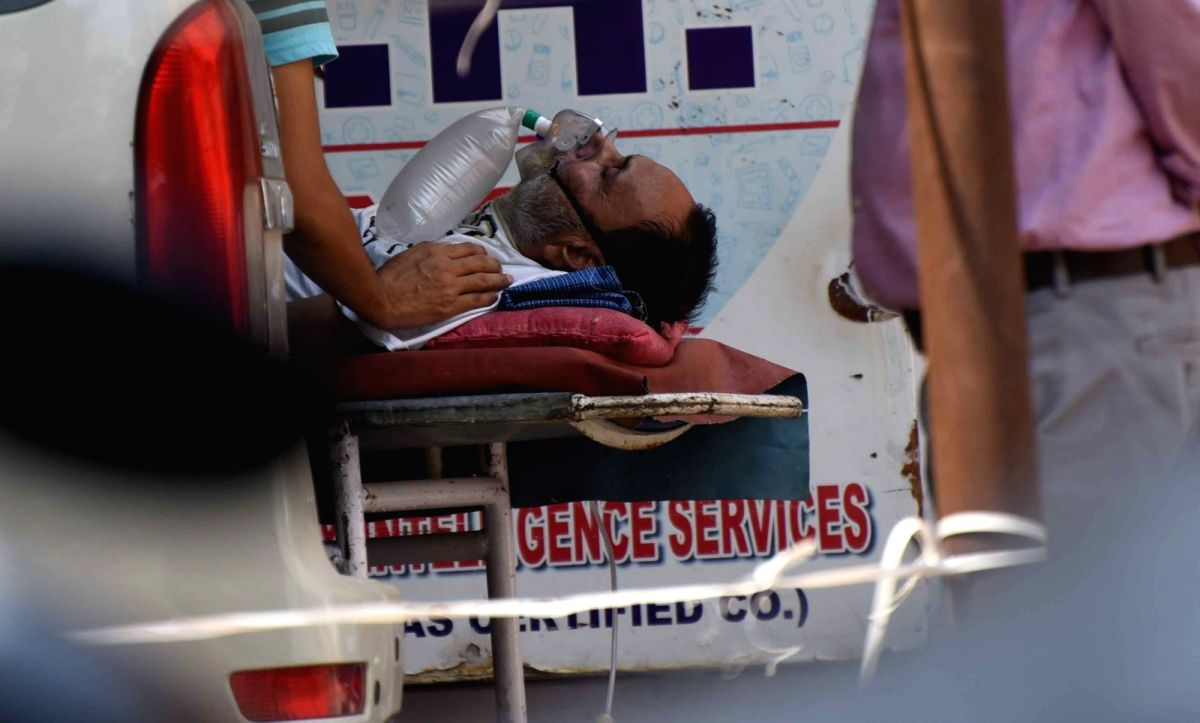 Patna: A COVID-19 positive patient on oxygen support wait for admission at Patna Medical College and Hospital, as coronavirus cases surge in record numbers countrywide, in Patna on Thursday, 29 April, 2021.(Photo:Aftab Alam Siddiqui/IANS)