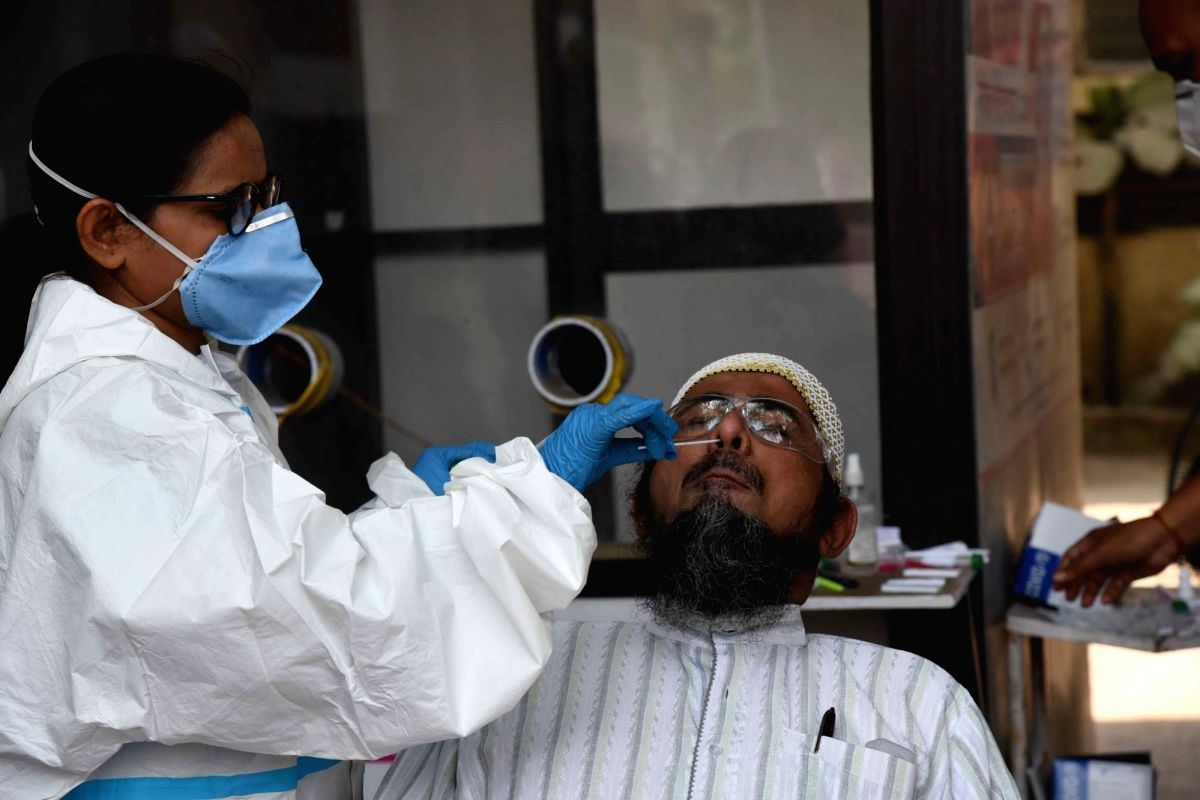 Patna: A health worker takes a nasal sample from a People for COVID-19 testing,amid coronavirus pandemic, in Patna, on Tuesday April 6,2021.(Photo: Indrajit Dey/IANS)
