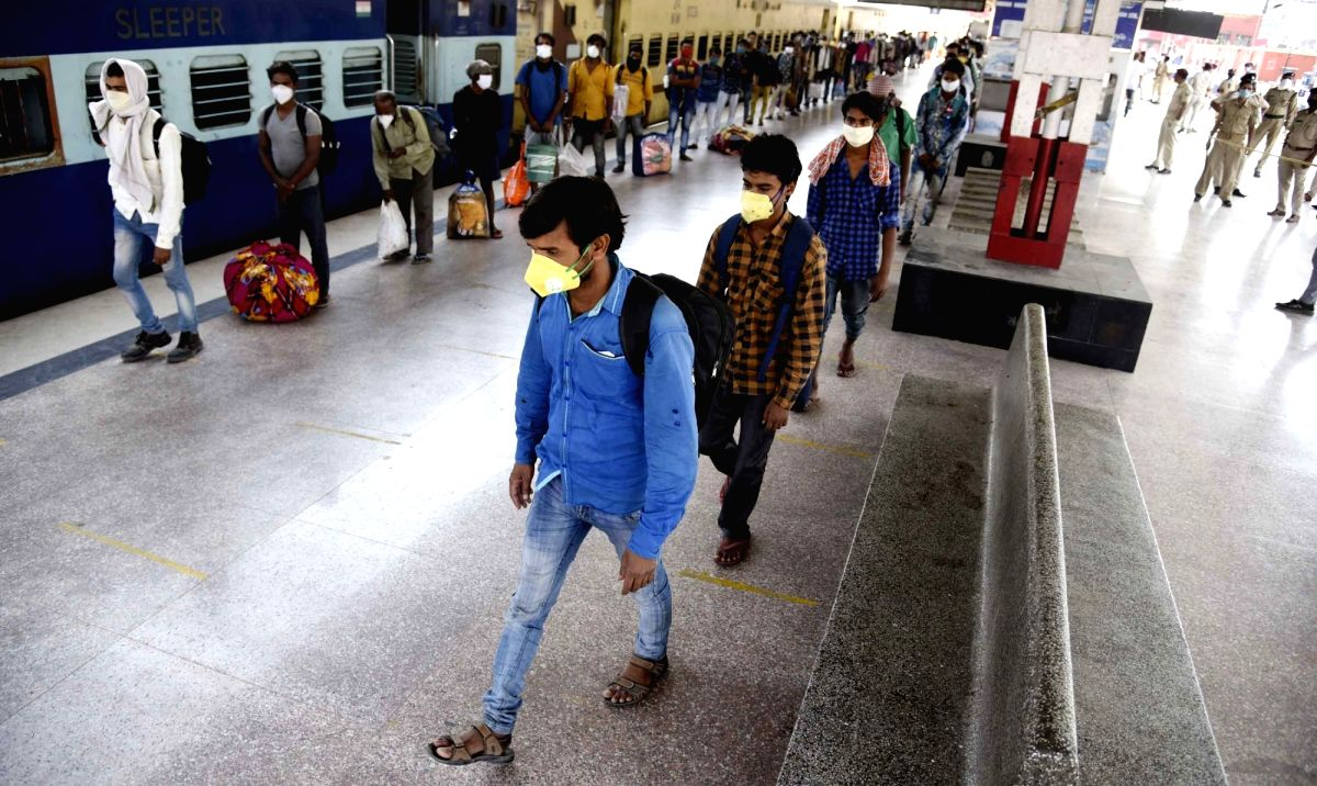 Patna: Bihar migrant labourers who were stuck in Rajasthan due to the nationwide lockdown imposed to mitigate the spread of coronavirus, arrive at Danapur Railway station in Patna as they return back to their homestate via Jaipur to Patna Shramik Spe