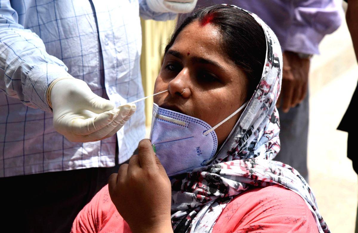 Patna :  BJP worker Archana Ray organised covid testing camp at  Kankar Bagh in Patna on 15 May ,2021. (Photo: AFTAB ALAM SIDDIQUI/ IANS)