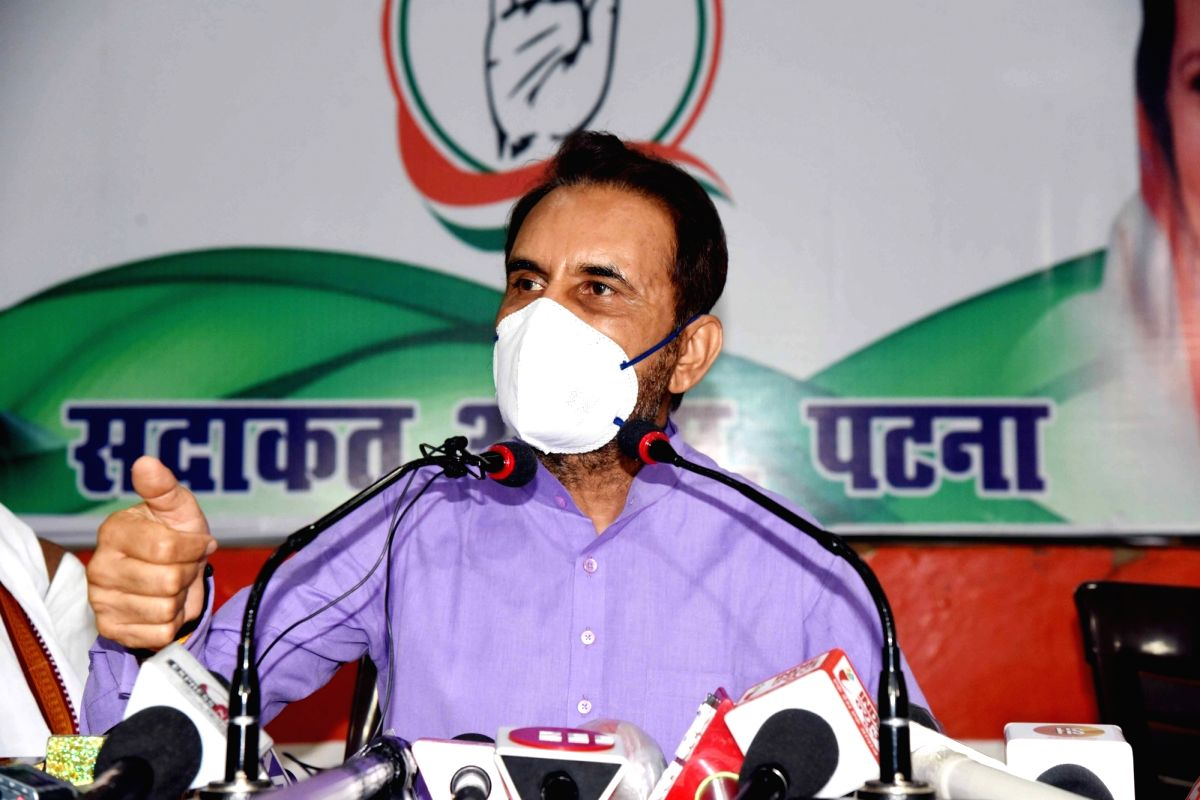 Patna: Congress in-charge for Bihar Shaktisinh Gohil addresses a press conference at the state party headquarters, in Patna on July 9, 2020.