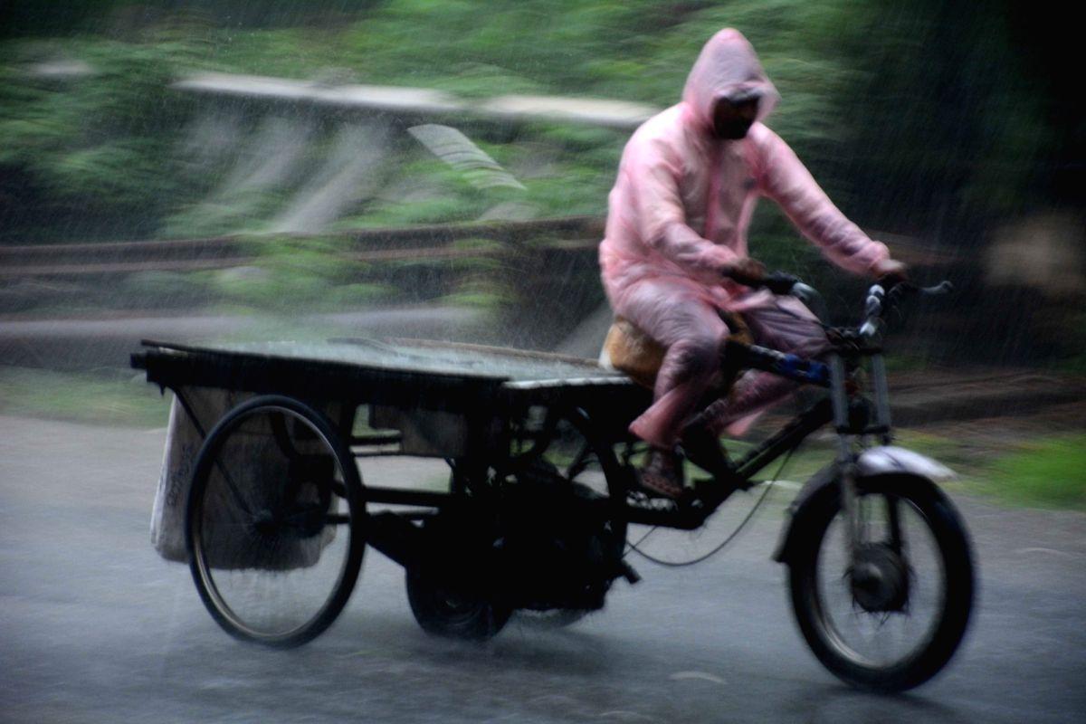 Patna: Patna: Heavy rain in patna on Wednesday, July 28, 2021.(Photo: AFTAB ALAM SIDDIQUI/IANS)