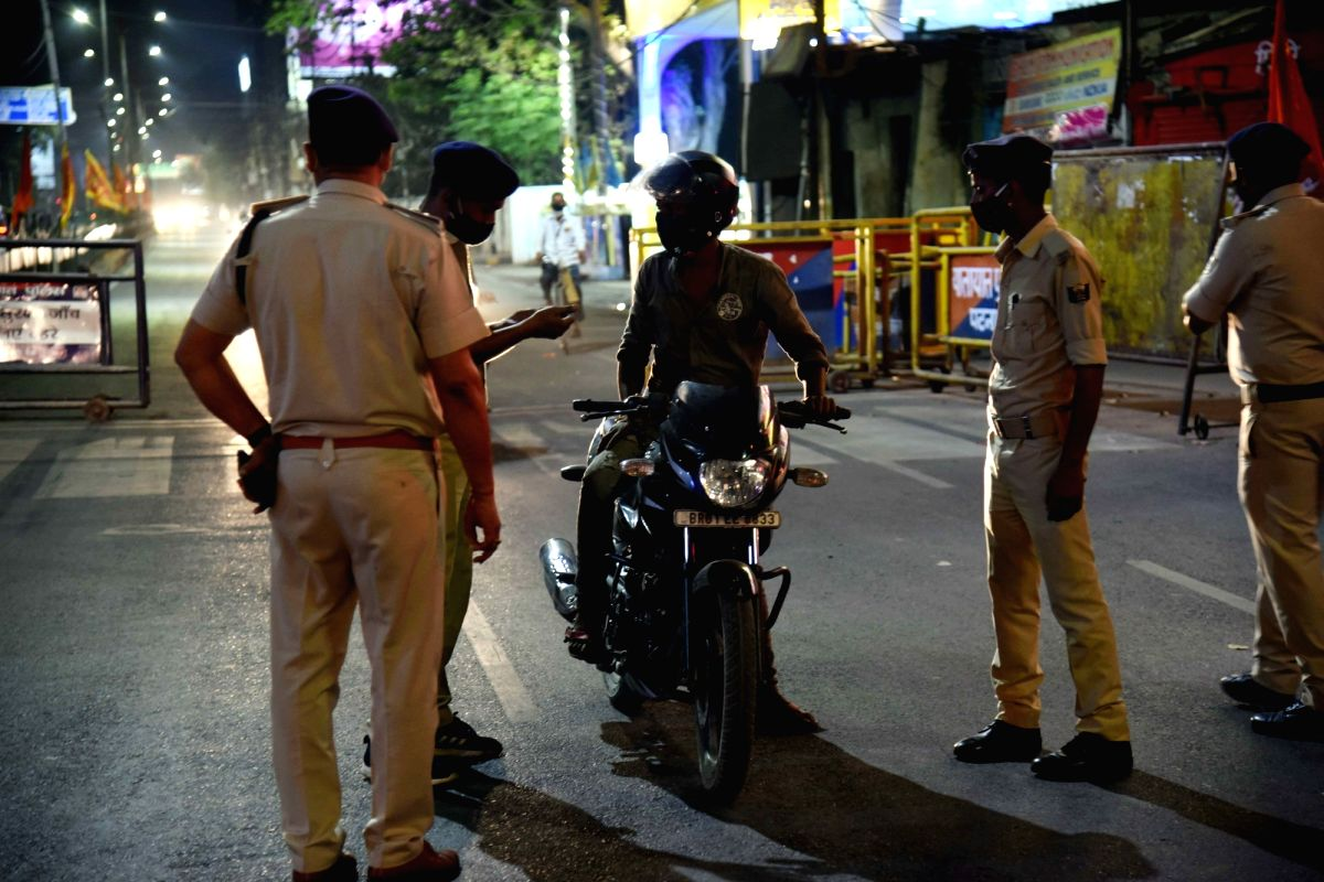 Patna:  Security personnel check vehicles during the night curfew imposed to curb the spread of Covid-19 cases, in Patna, April 21, 2021.(Photo: Indrajit Dey/IANS)