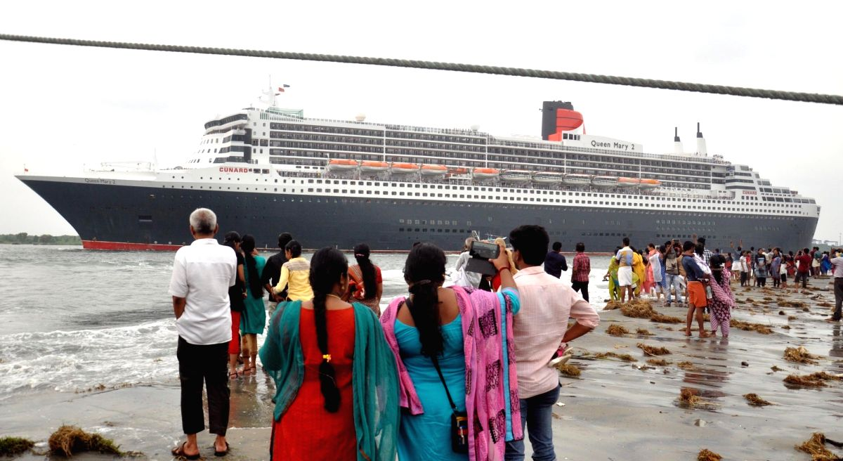 World's Largest Cruise Liner: Cunard's Queen Mary 2