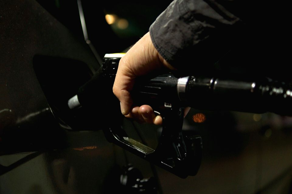 Petrol, diesel rise 25p/ltr on second consecutive day, reach new highs