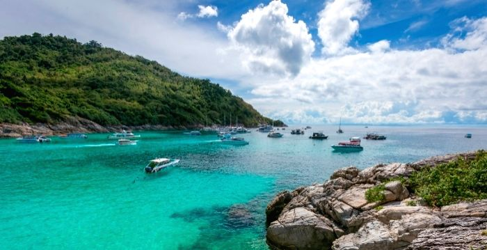 Phuket to lift quarantine measures for vaccinated foreign tourists. (Credit: www.tourismthailand.org/)