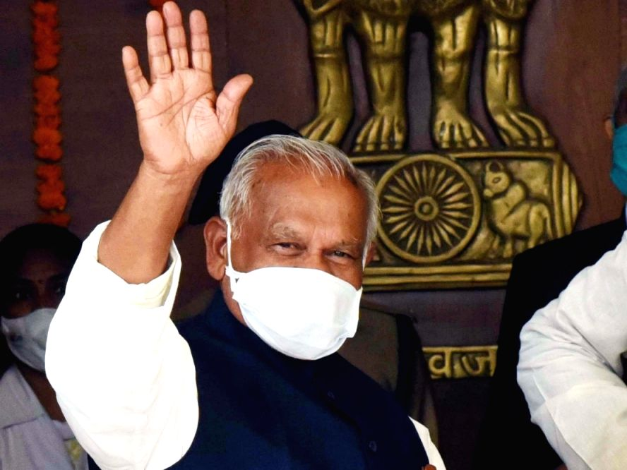 PM's photographs should be on death certificates: Manjhi