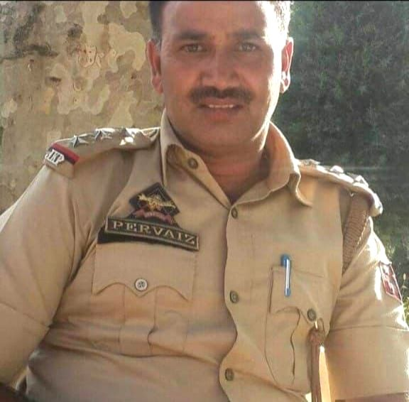 Police inspector shot dead by terrorists in Srinagar. (Photo: Nissar Malik /IANS)