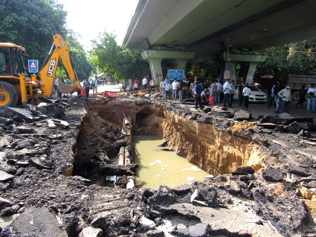 Pothole forms as road collapses under IIT flyover due to heavy rain in Delhi(photo:IANS)
