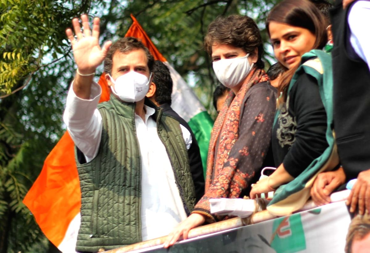 Priyanka Gandhi sends homemade food for protesting Cong MPs (Photo By Qamar Sibtain)