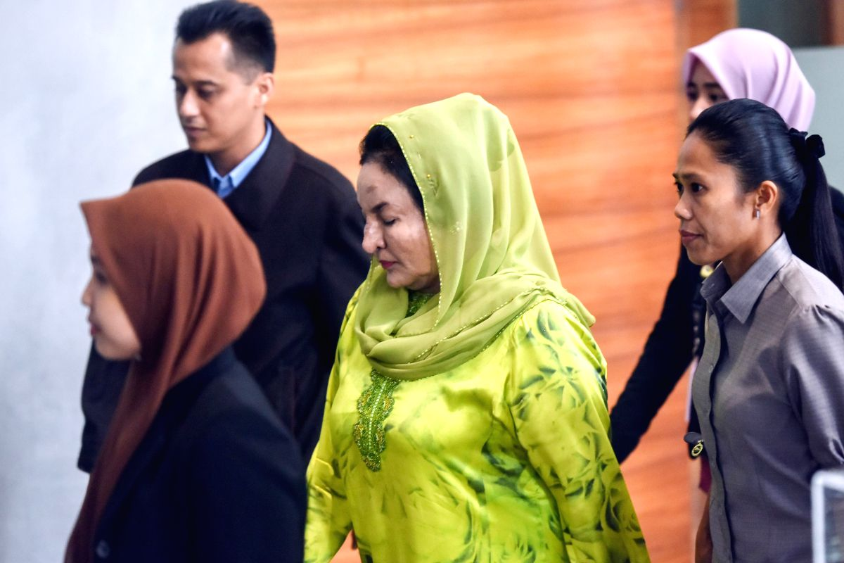 Rosmah Mansor (C), wife of former Malaysian Prime Minister Najib Razak, arrives for questioning at the headquarters of Malaysian Anti-Corruption Commission (MACC) in the administrative center of Putrajaya, Malaysia