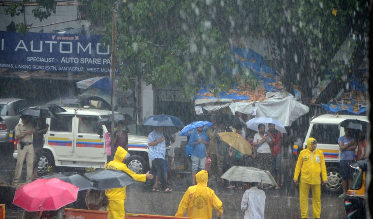 Mumbai may escape Cyclone Nisarga's fury by a whisker (Image Source: IANS)