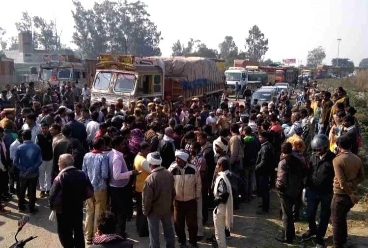 Rajasthan villagers block road, demand martyr status for Delhi cop