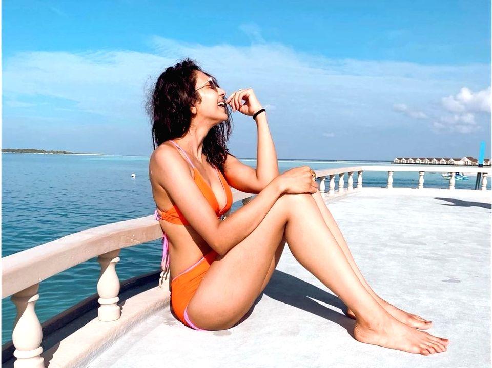 Rakul Preet Singh dazzles in orange bikini.