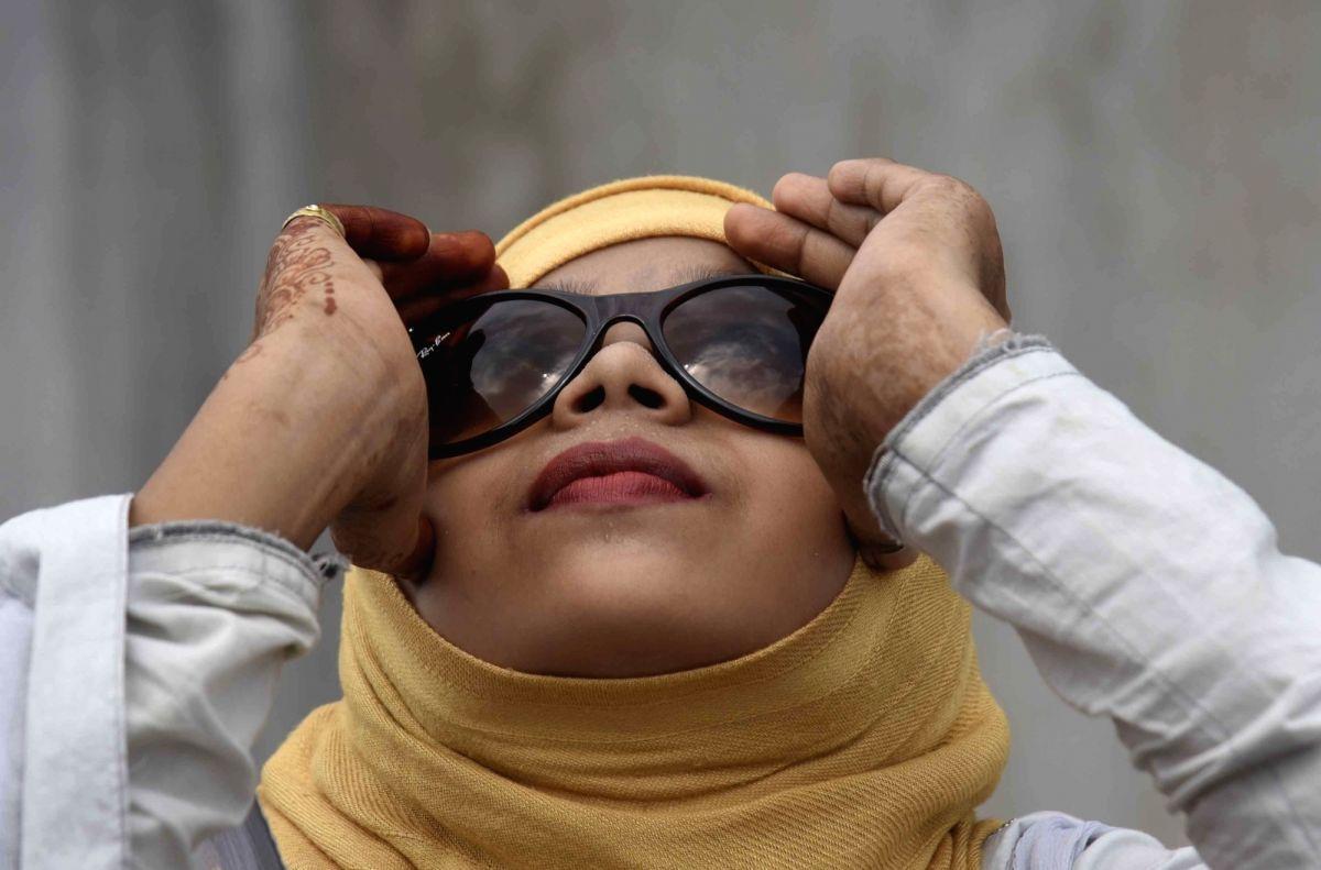 Blue-light glasses improve sleep, workday productivity: Study