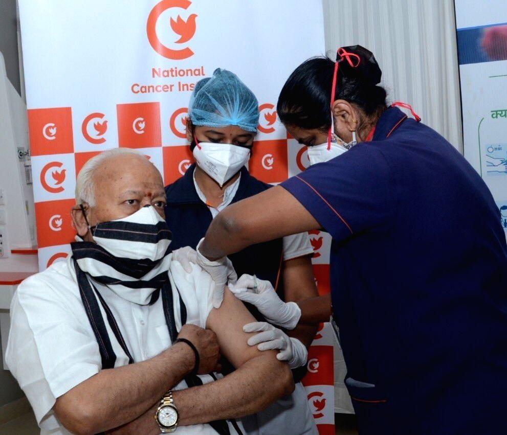 RSS chief Mohan Bhagwat gets Covid jab