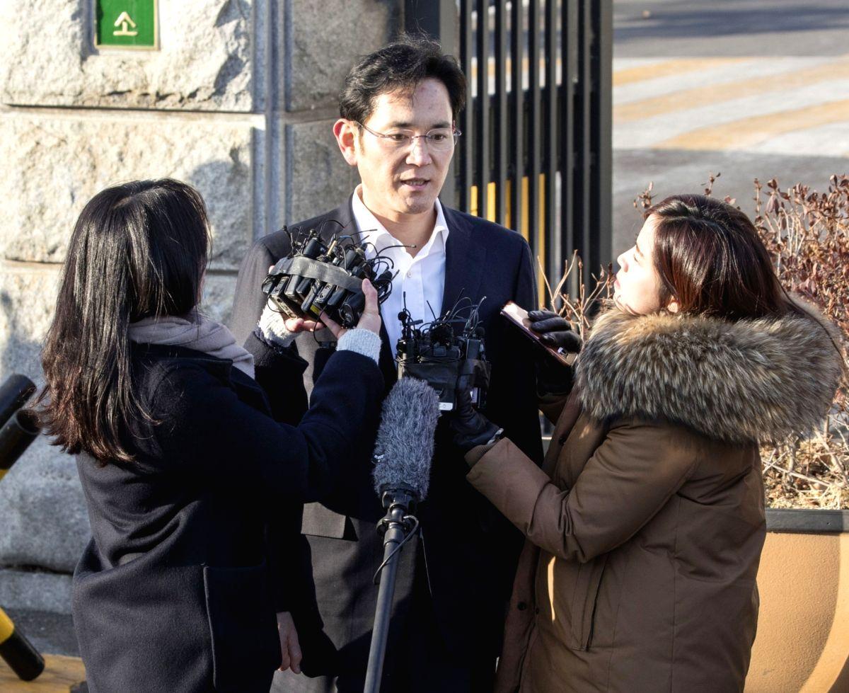 Samsung heir attends arrest warrant hearing