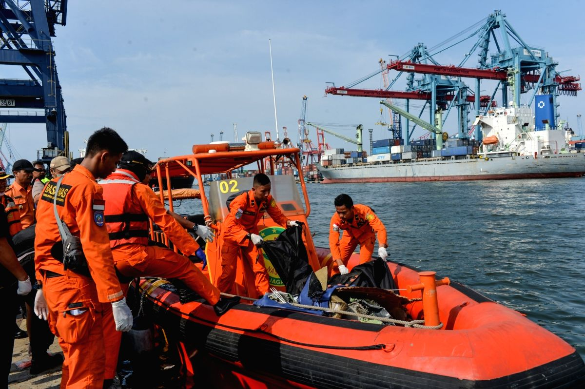 :Search and Rescue officers move body bags of the victims of the Lion Air plane at the Tanjung Priok port, Jakarta, Indonesia, Oct. 29, 2018. A passenger plane of ...