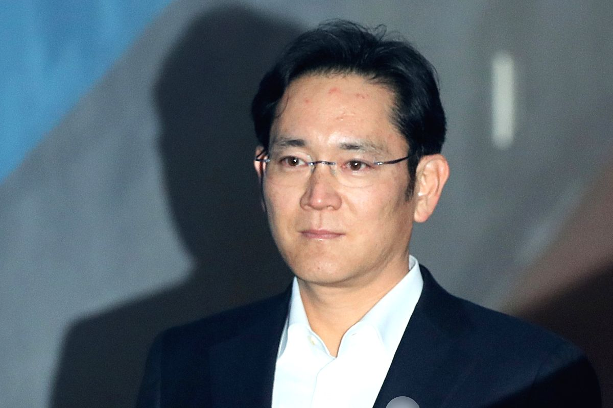 Seoul: Detained Samsung Electronics Vice Chairman Lee Jae-yong arrives at the Seoul High Court on Feb. 5, 2018, to attend a final trial on charges of bribing former President Park Geun-hye in return for business favors. The lower court sentenced him