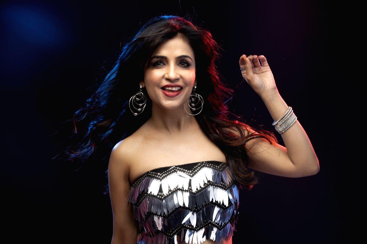 Shibani Kashyap's new tune: 'Corona ko hai harana'.