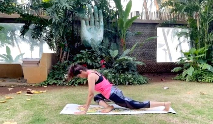 Shilpa Shetty shows how to start day on energetic note.
