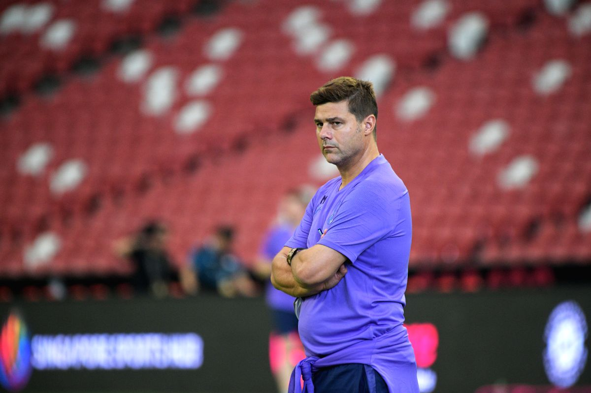 SINGAPORE, July 19, 2019 (Xinhua) -- Tottenham Hotspur's manager Mauricio Pochettino looks on during a training session ahead of the International Champions Cup football match against Italy's Juventus, in Singapore on July 19, 2019. The match will ki