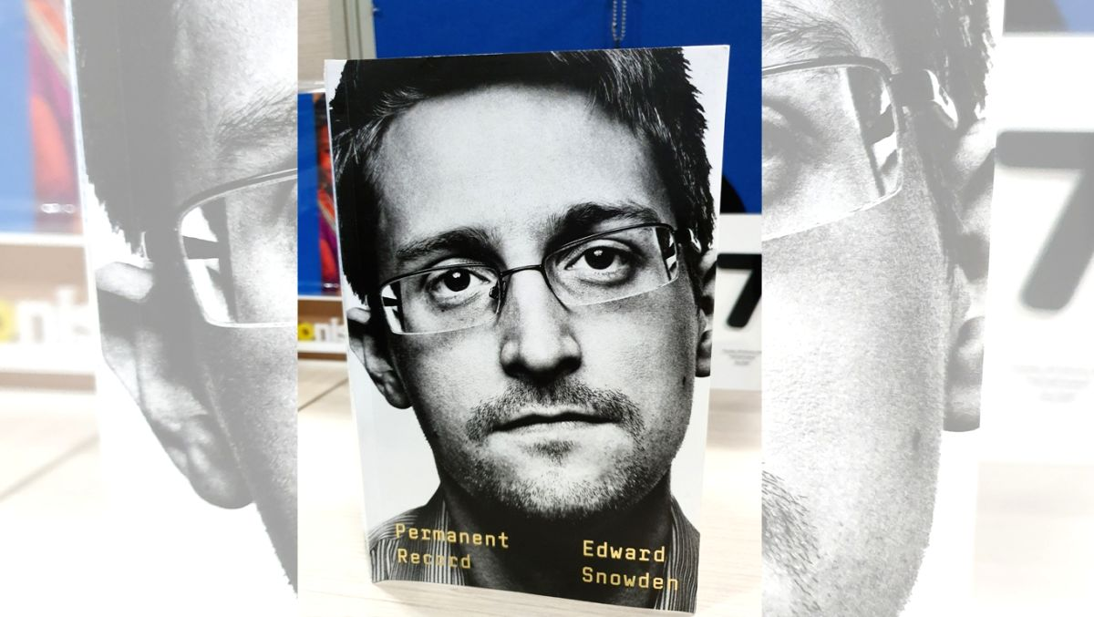 Snowden obtains open-ended Russian residence permit