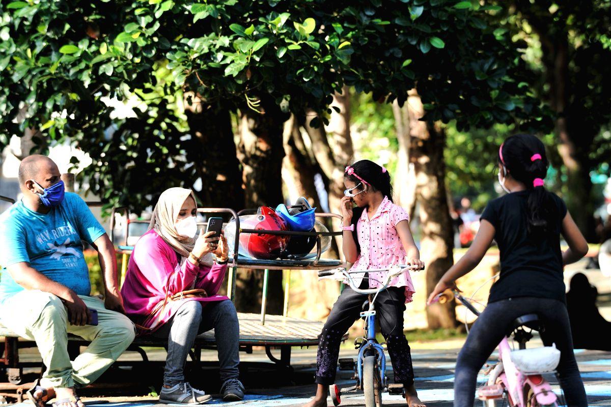 Sri Lanka makes wearing face masks mandatory