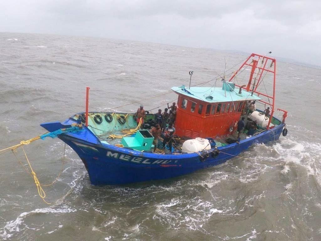 Sri Lankan Navy pelted stones at Indian fishing boats: TN officials