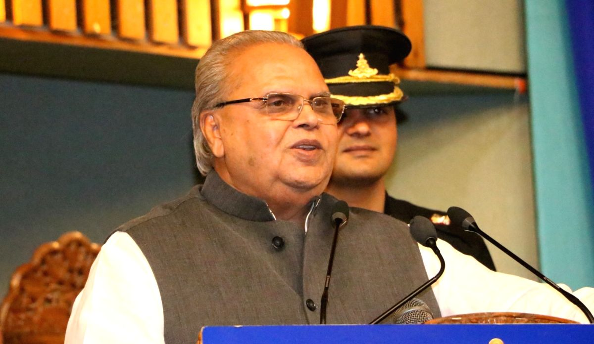 Srinagar: Jammu and Kashmir Governor Satya Pal Malik addresses during a programme organised for the distribution of free-to-air Doordarshan set-top boxes to border residents, in Srinagar on June 22, 2019. Speaking at the function, the J&K Governor on