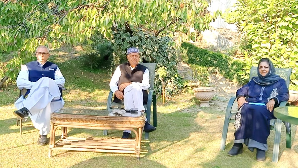 Srinagar: National Conference leaders Farooq Abdullah and Omar Abdullah, PDP President Mehbooba Mufti and other leaders during an all-party meet of the signatories of the Gupkar declaration, at the residence of NC President Farooq Abdullah in Srinaga